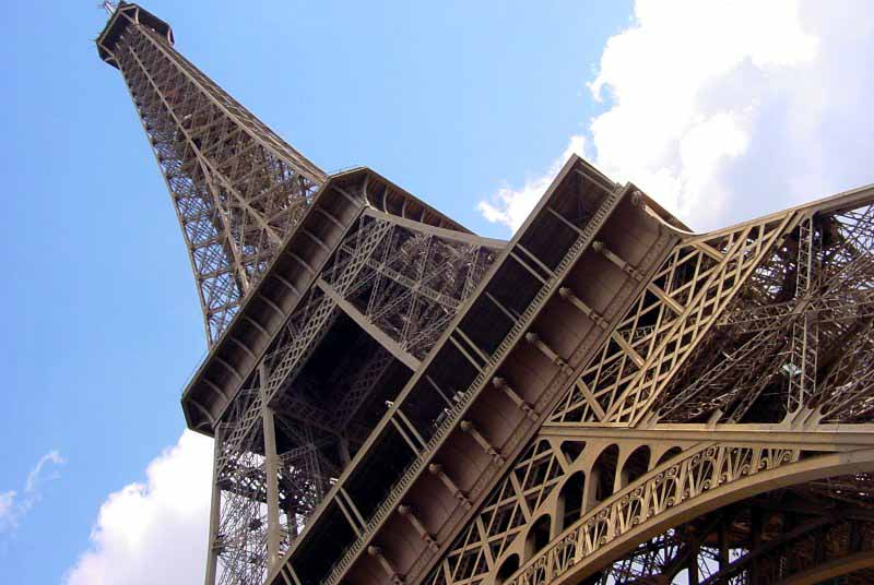 Кружевной символ французской столицы -Эйфелева башня