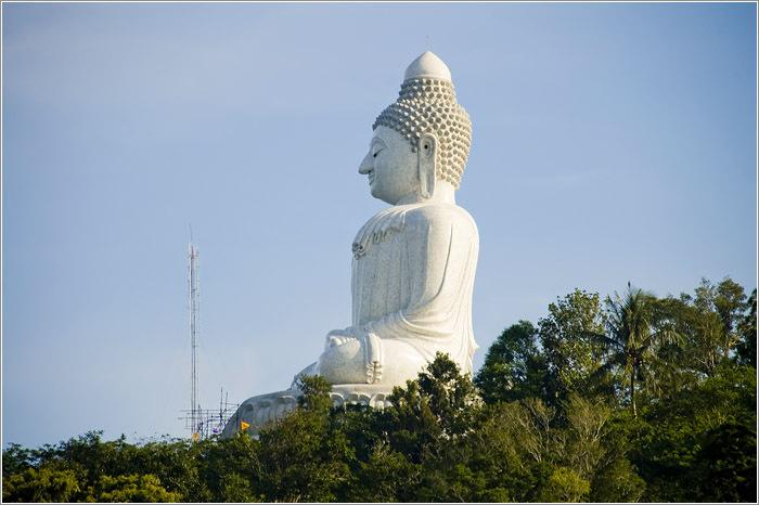 Статуя сидящего Будды